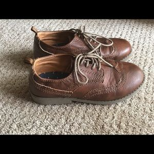 Boys Size 11 Carter's wingtip dress shoes